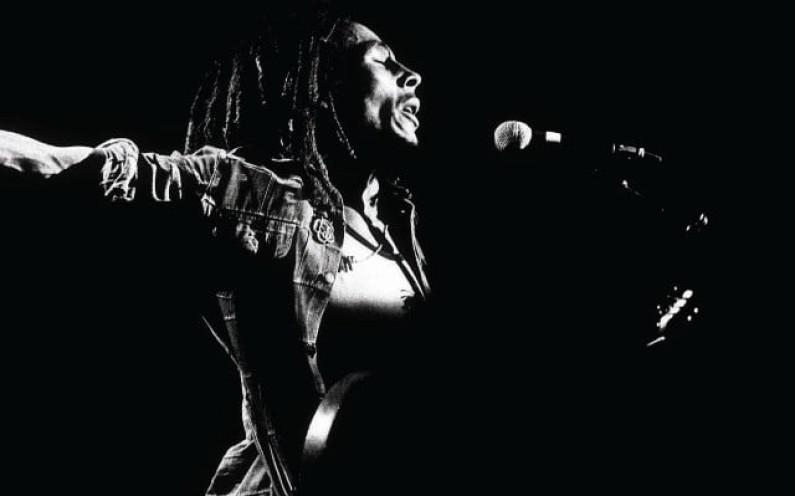 Bob Marley – Keep On Moving