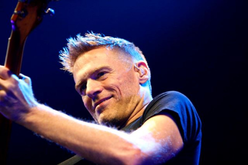 Bryan Adams – The Only Thing That Looks Good On Me