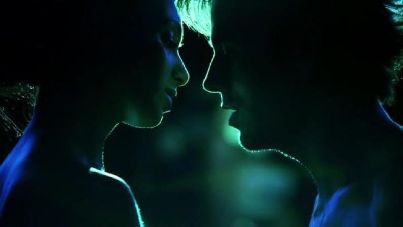 Enrique Iglesias ft. Nicole Scherzinger – Heartbeat