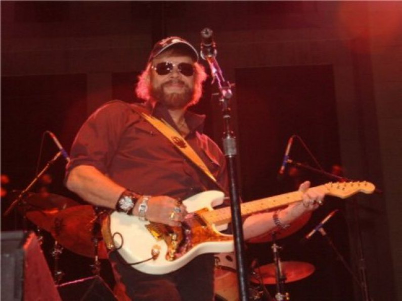 Hank Williams Jr. – A Country Boy Can Survive