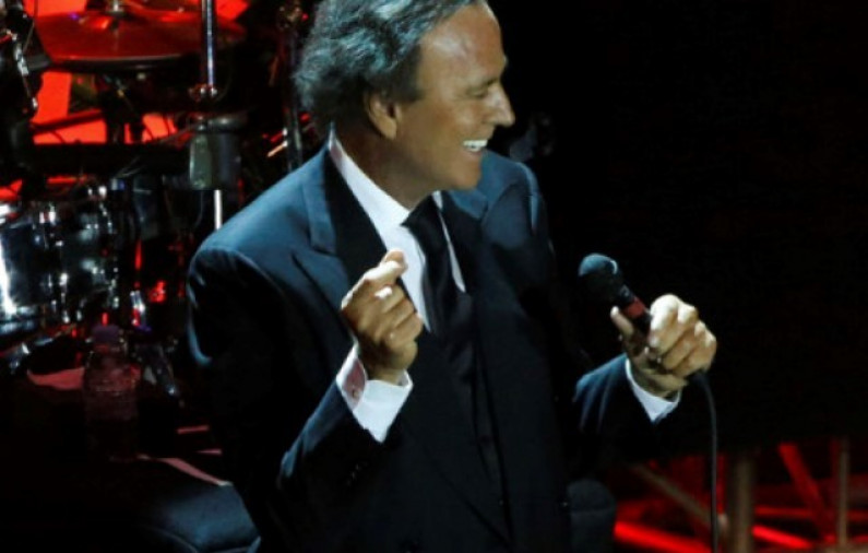Julio Iglesias – Bamboleo