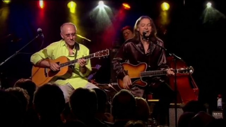 Larry Carlton & Robben Ford – Cold Cold
