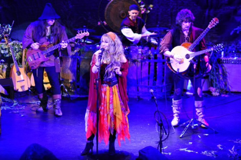 Blackmore's Night – Under a Violet Moon