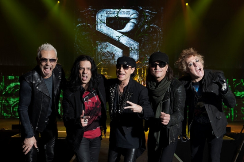 Scorpions – She's Knocking At My Door