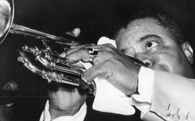 Louis Armstrong – Kiss of Fire