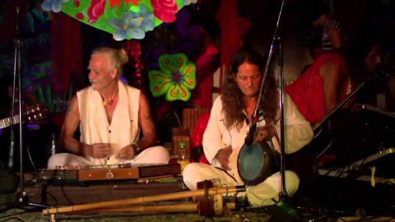 Bahramji & Maneesh de Moor – Dreamcatcher